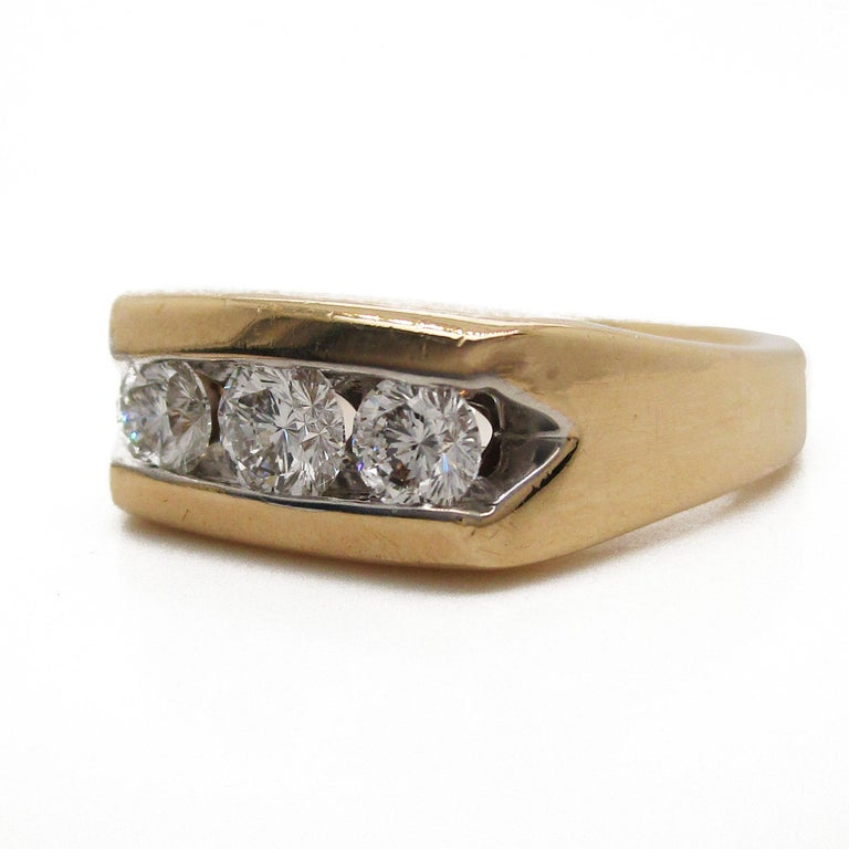 14 Karat Yellow Gold Three-Stone Leo Diamond Ring For Sale 1