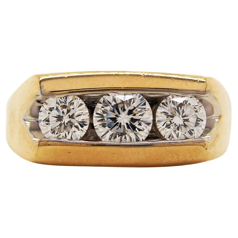 14 Karat Yellow Gold Three-Stone Leo Diamond Ring For Sale