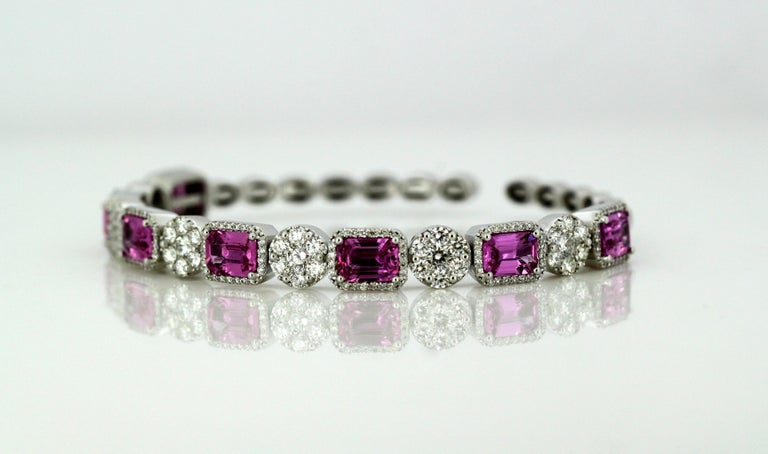 14 Karat White Gold Bangle with Natural Pink Sapphires and Diamonds In Excellent Condition For Sale In Braintree, GB