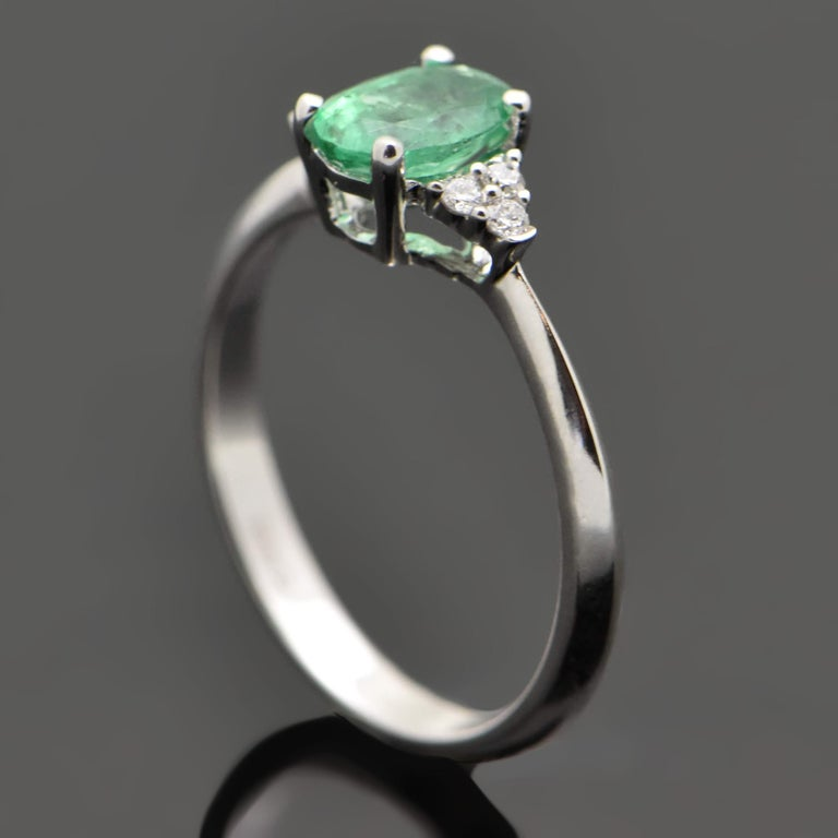 14 Karat White Gold Emerald and Diamond Ring For Sale 1