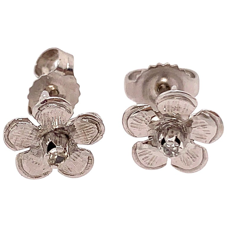 14 Karat White Gold Flower Stud Earrings with Round Diamond For Sale