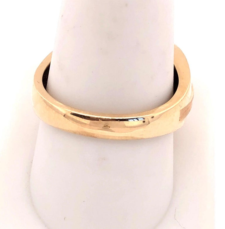 14 Karat Yellow Gold Contemporary Ring with Diamonds For Sale 2