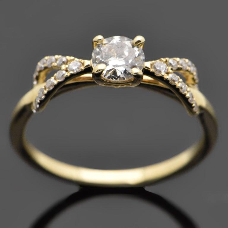 Round Cut 14 Karat Yellow Gold Diamond Ring For Sale
