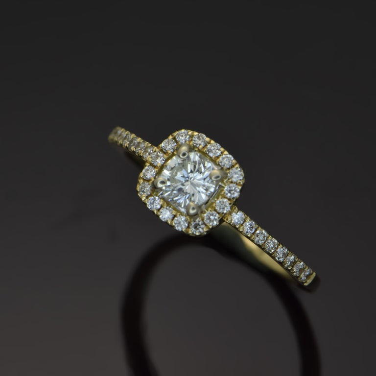 Round Cut 14 Karat Yellow Gold Diamonds Ring For Sale