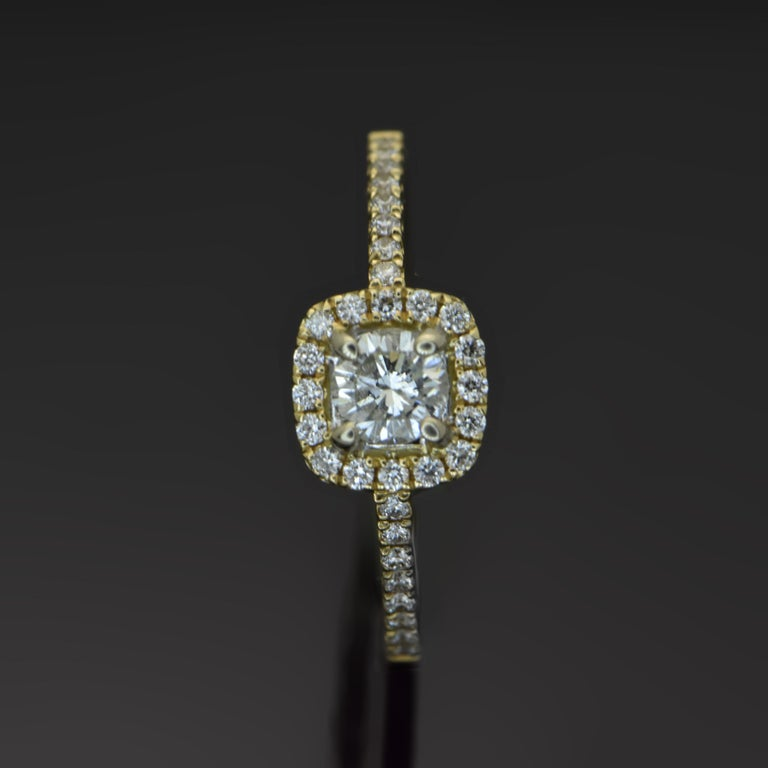 14 Karat Yellow Gold Diamonds Ring In New Condition For Sale In Los Angeles, CA