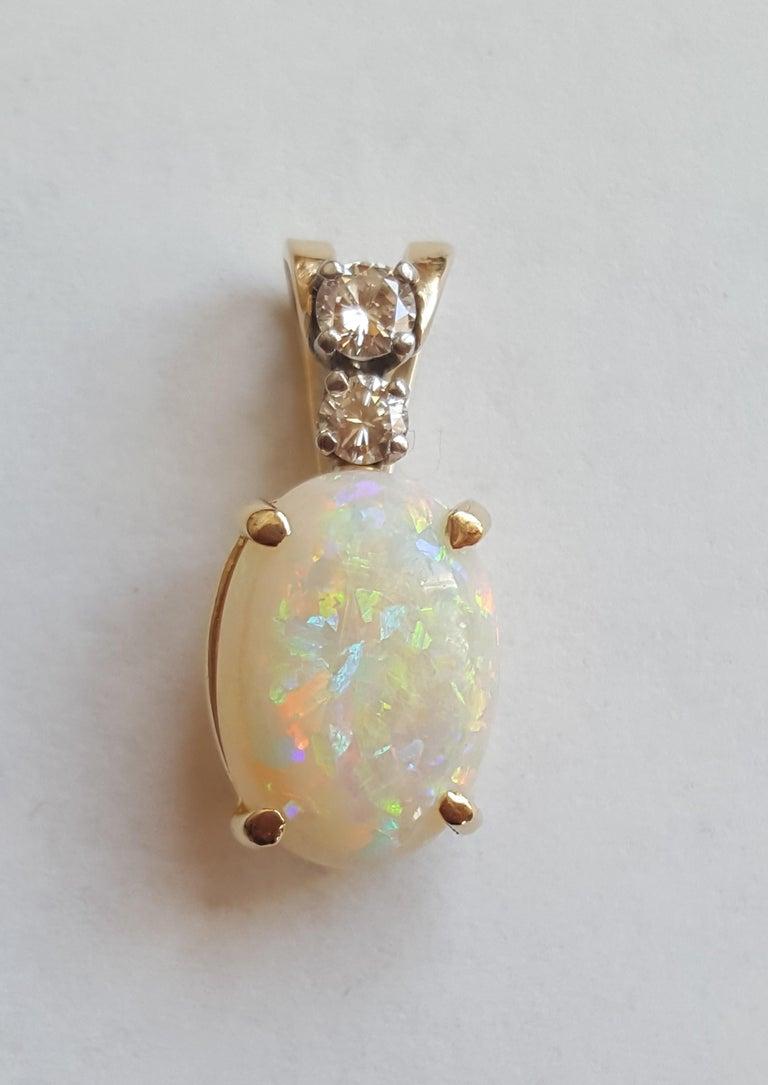 14 Karat Yellow Gold Oval Opal, Round Brilliant Diamond Three-Stone Pendant In Good Condition For Sale In Rancho Santa Fe, CA
