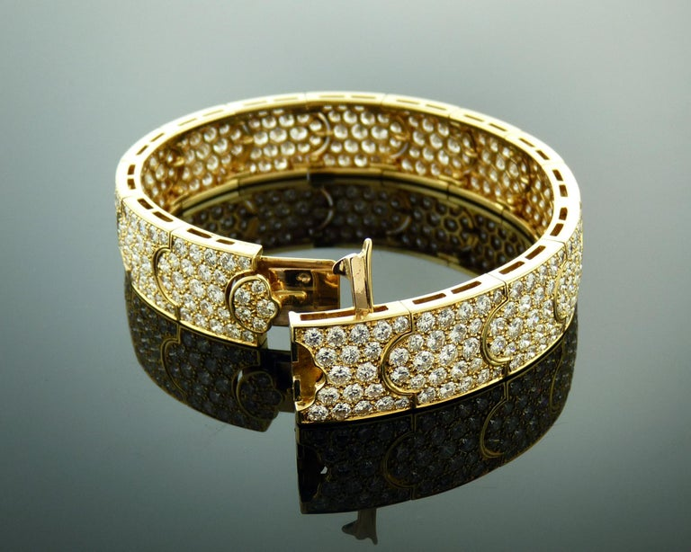 15 Carat Diamond and 18 Karat Yellow Gold Cartier Bracelet In Excellent Condition For Sale In New York, NY