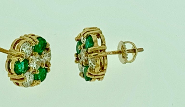 1.5 Carat Emerald and 2 Carat Diamonds Flower Post Earrings 14 Karat Yellow Gold In Excellent Condition For Sale In Scarsdale, NY