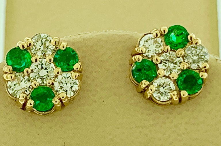1.5 Carat Emerald and 2 Carat Diamonds Flower Post Earrings 14 Karat Yellow Gold For Sale 1