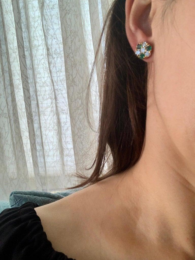 1.5 Carat Emerald and 2 Carat Diamonds Flower Post Earrings 14 Karat Yellow Gold For Sale 5