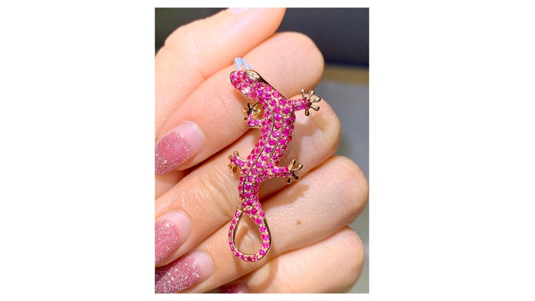 This is a very unique  Lizard Pink Sapphire Diamond  Broach  and can be a pendant too 1.5 Carat  set in 18 Karat and so could be a bearded dragon etc and the diamonds are at the top part where the head is  .  If you want one as a pendant with chain