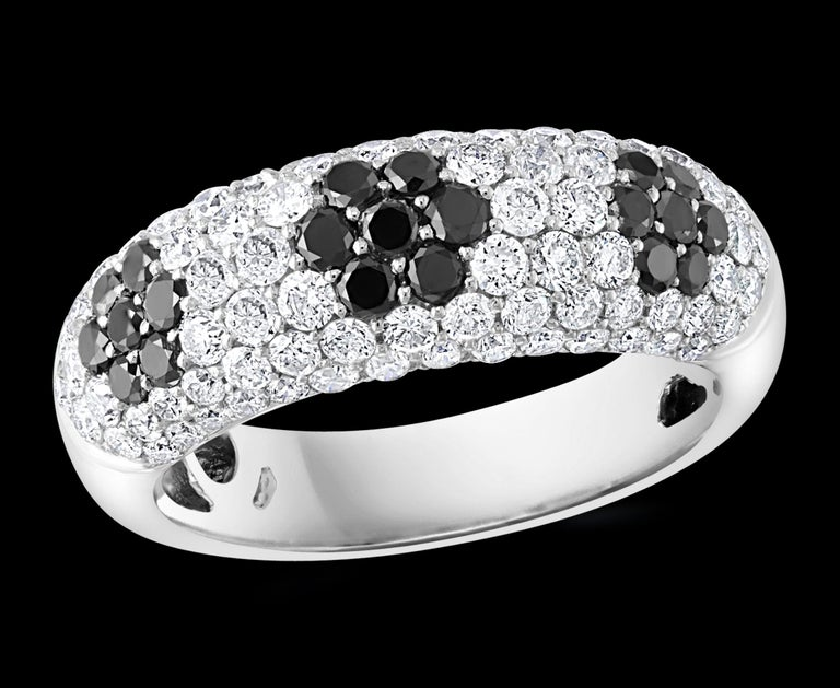 1.5 Ct White Diamond And 0.6 Ct Black Diamond Cocktail Ring 14 Karat White  Gold 21 Black Diamonds approximately 0.20 Ct  Diamond Eye Clean   quality and has lots of bling This is a very affordable ring  from our affordable wedding collection. These