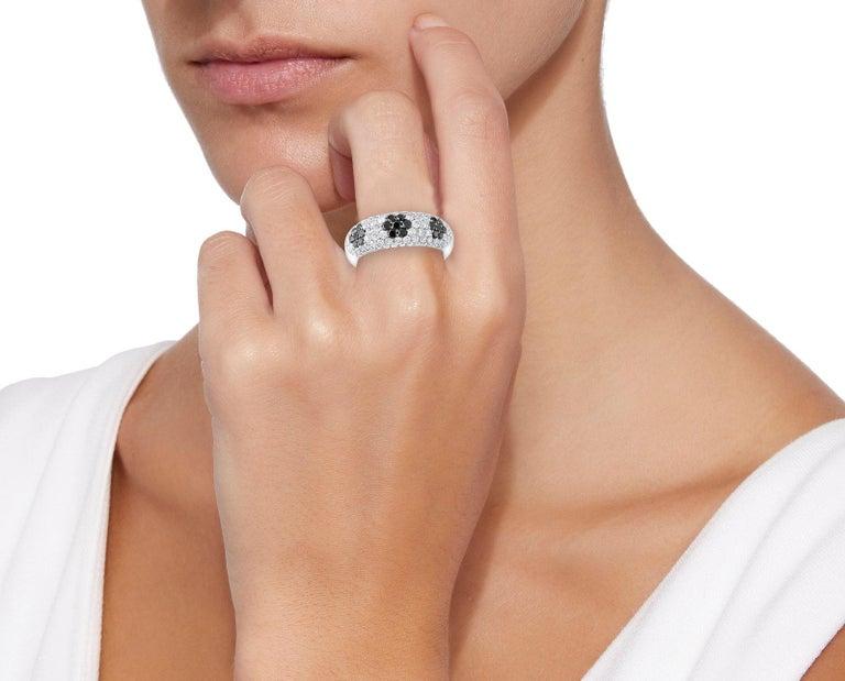 Round Cut 1.5 Carat White Diamond and 0.6 Carat Black Diamond Cocktail Ring 14 Karat Gold For Sale