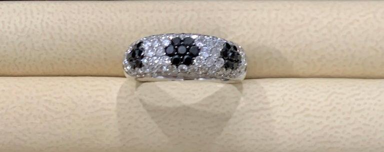 1.5 Carat White Diamond and 0.6 Carat Black Diamond Cocktail Ring 14 Karat Gold For Sale 1