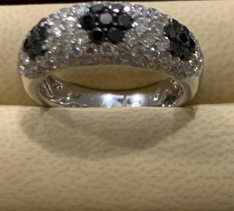 1.5 Carat White Diamond and 0.6 Carat Black Diamond Cocktail Ring 14 Karat Gold For Sale 2