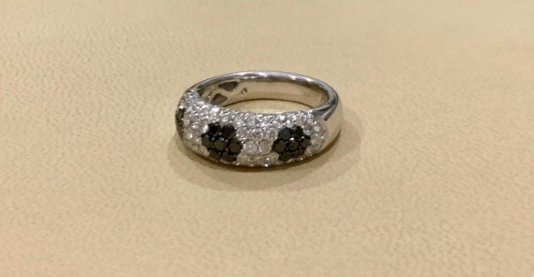 1.5 Carat White Diamond and 0.6 Carat Black Diamond Cocktail Ring 14 Karat Gold For Sale 3