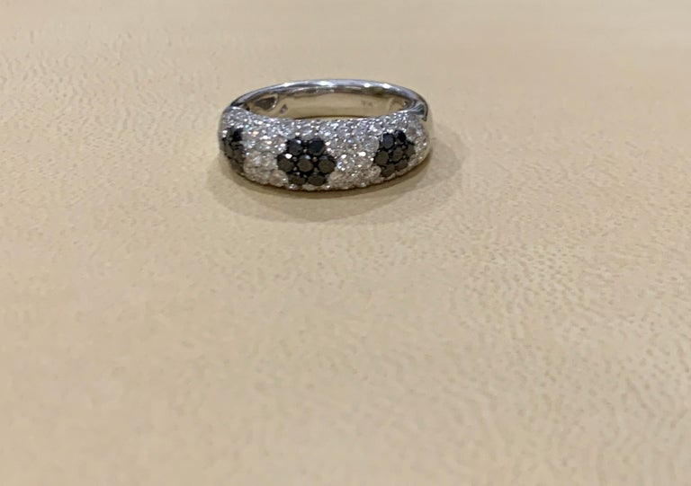 1.5 Carat White Diamond and 0.6 Carat Black Diamond Cocktail Ring 14 Karat Gold For Sale 4