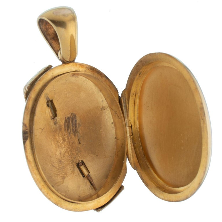 15 Karat Yellow Gold and Blue Enamel and Pearl Locket In Good Condition For Sale In New York, NY