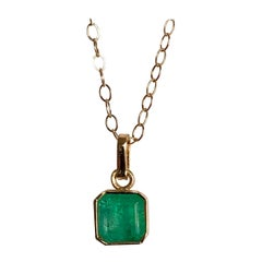 1.50 Carat Colombian Natural Green Emerald Solitaire Pendant 18 Karat