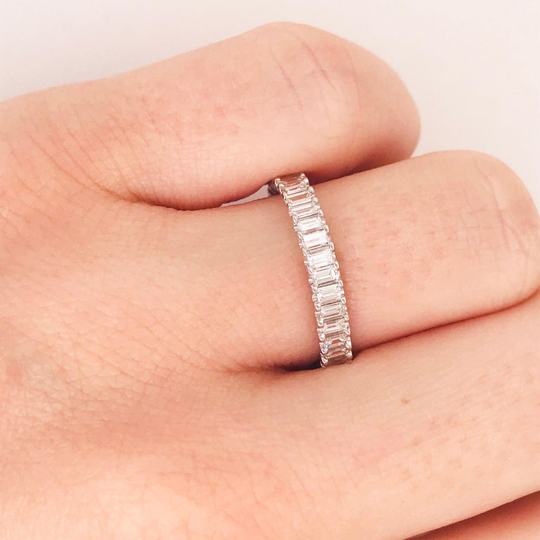 1.50 Carat Emerald Cut Diamond Eternity Band in 18 Karat White Gold Diamond Band In New Condition For Sale In Austin, TX