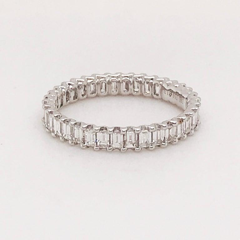 1.50 Carat Emerald Cut Diamond Eternity Band in 18 Karat White Gold Diamond Band For Sale 1
