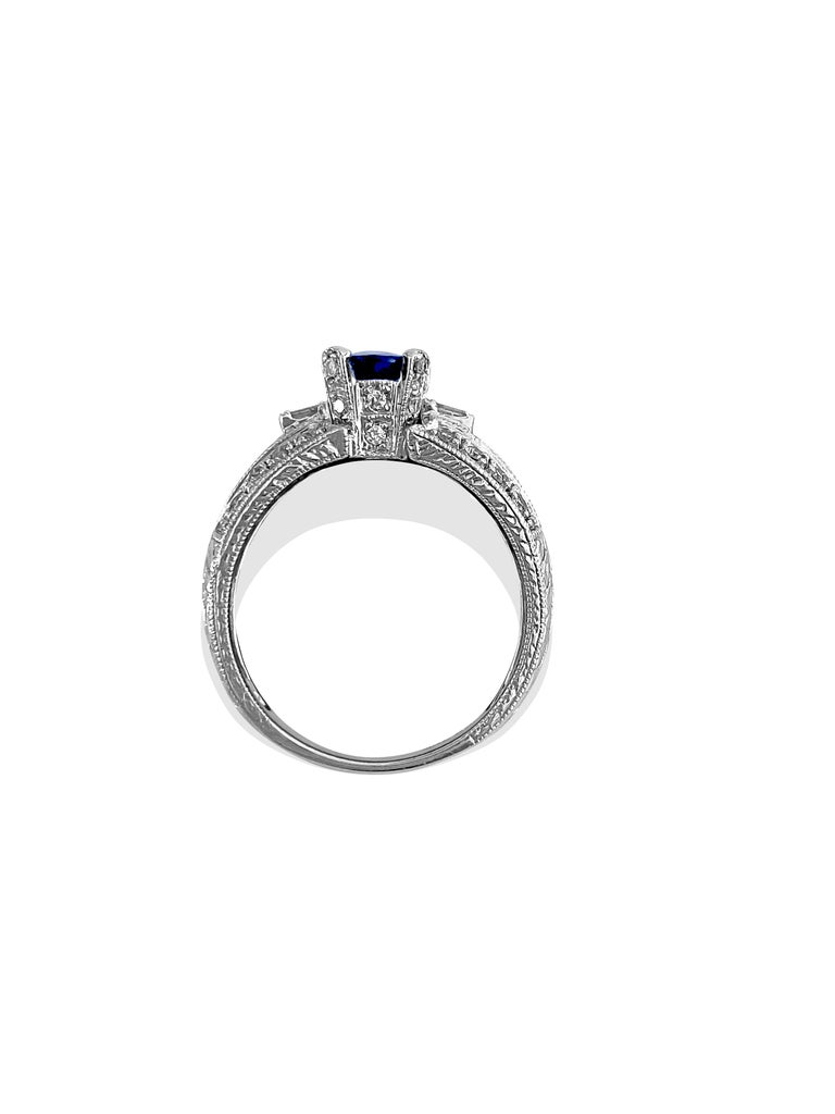 1.50 Carat Natural Blue Sapphire and Diamond Ring In Excellent Condition For Sale In Miami, FL