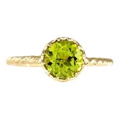 1.50 Carat Natural Peridot 18 Karat Yellow Gold Ring
