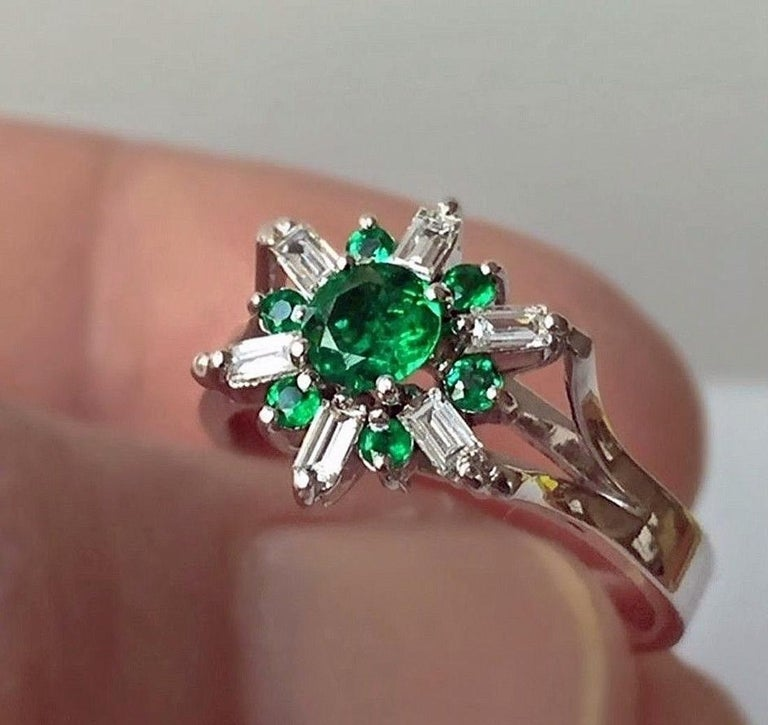 1.50 Carat Round Natural Colombian Emerald Diamond Cocktail Ring In New Condition For Sale In Brunswick, ME