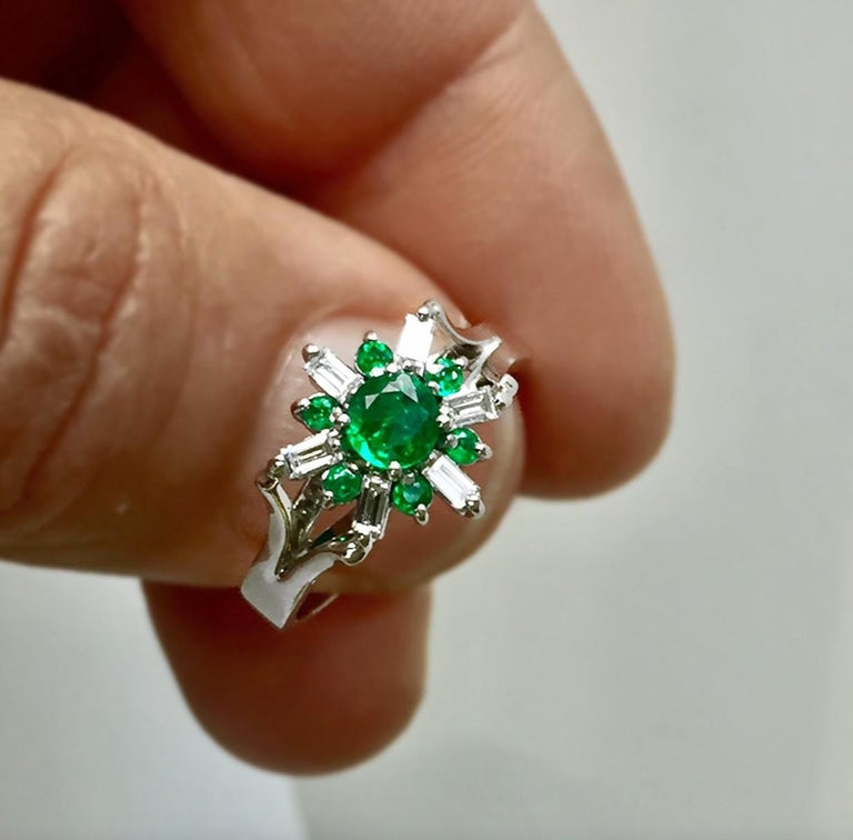 1.50 Carat Round Natural Colombian Emerald Diamond Cocktail Ring For Sale 1
