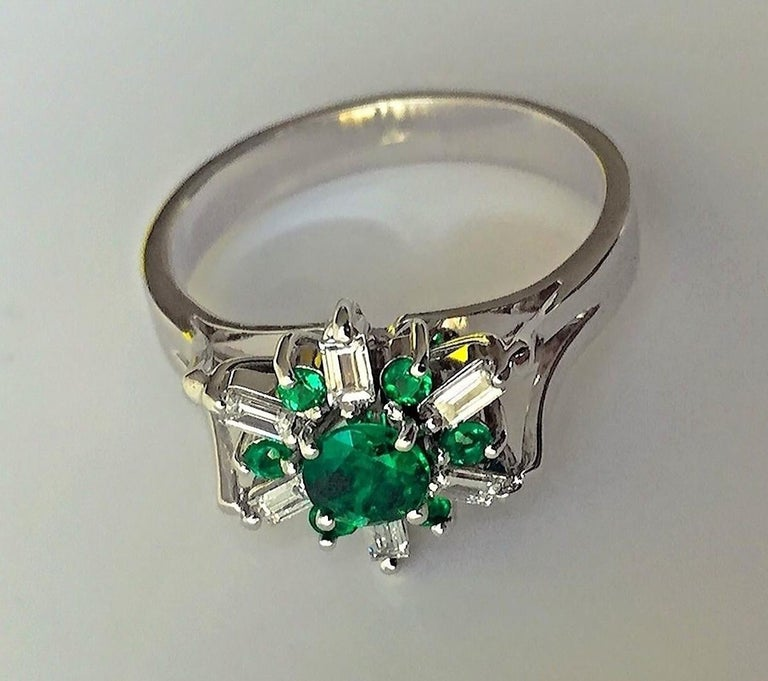 1.50 Carat Round Natural Colombian Emerald Diamond Cocktail Ring For Sale 3
