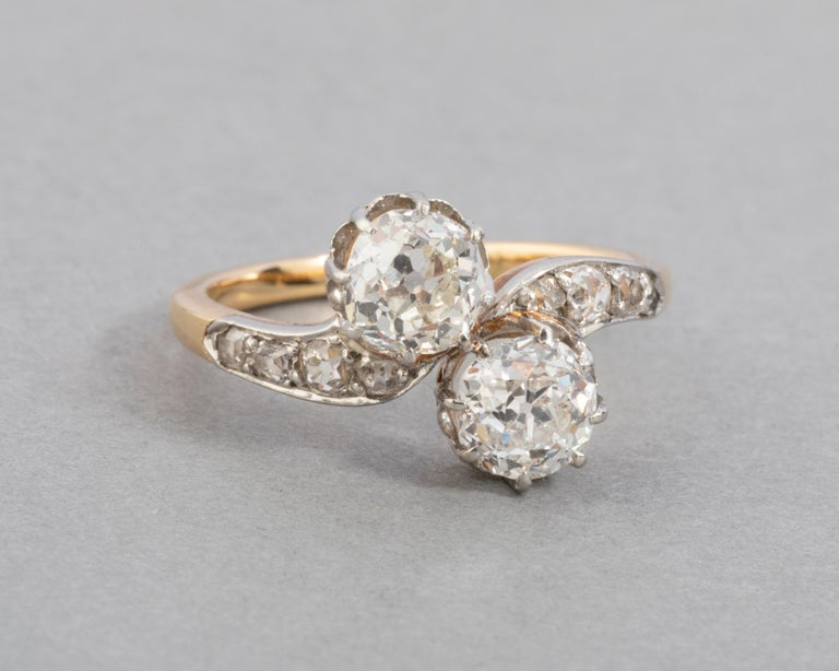 1.50 Carat Diamonds French Antique Toi et Moi Ring In Good Condition For Sale In Saint-Ouen, FR