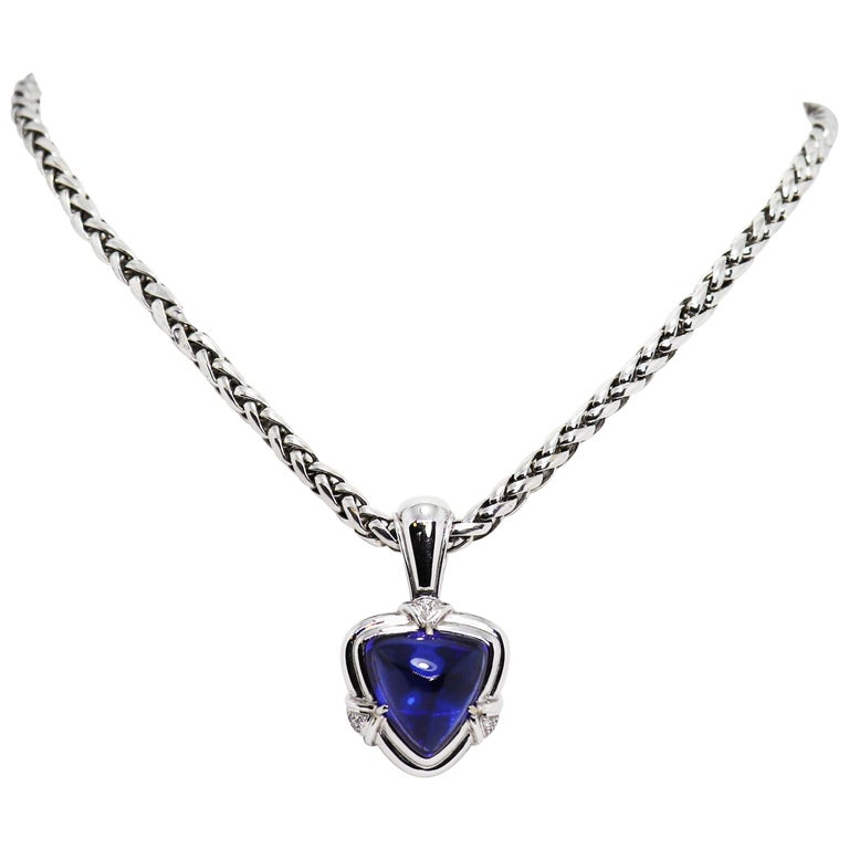15.05 Carat Trillion Cabouchon Tanzanite and Diamond 18 Carat Gold Necklace For Sale