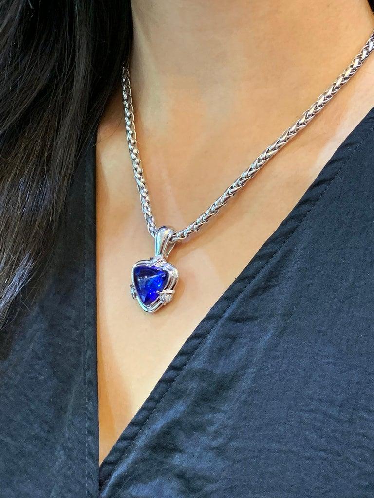 15.05 Carat Trillion Cabouchon Tanzanite and Diamond 18 Carat Gold Necklace For Sale 4