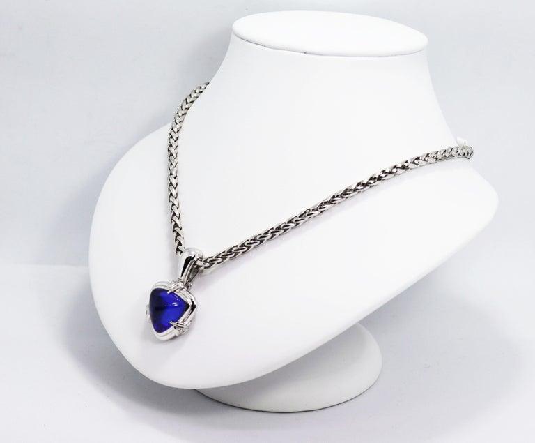 Modern 15.05 Carat Trillion Cabouchon Tanzanite and Diamond 18 Carat Gold Necklace For Sale