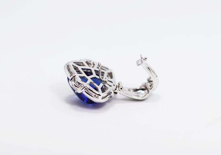 15.05 Carat Trillion Cabouchon Tanzanite and Diamond 18 Carat Gold Necklace For Sale 1