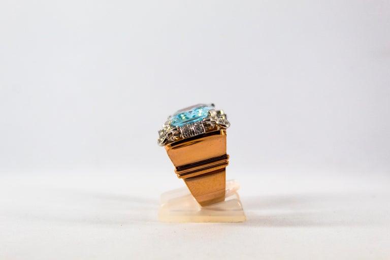 Women's or Men's 15.20 Carat Aquamarine 0.87 Carat White Diamond Yellow Gold Cocktail Ring For Sale