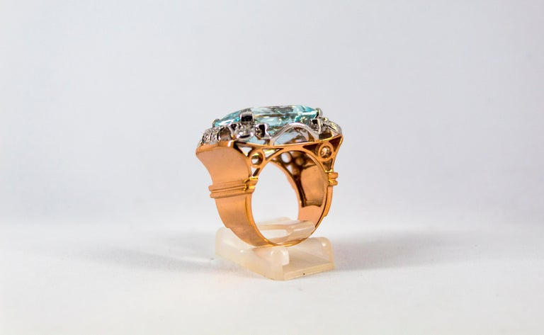 15.20 Carat Aquamarine 0.87 Carat White Diamond Yellow Gold Cocktail Ring For Sale 1