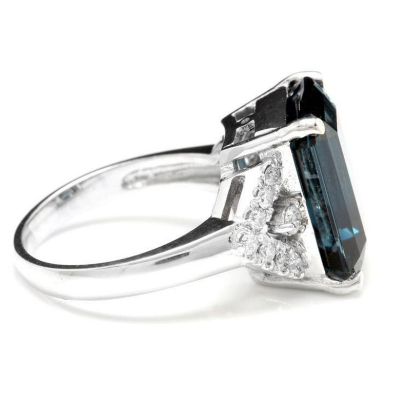 Mixed Cut 15.20 Carat Natural Impressive London Blue Topaz and Diamond 14K White Gold Ring For Sale
