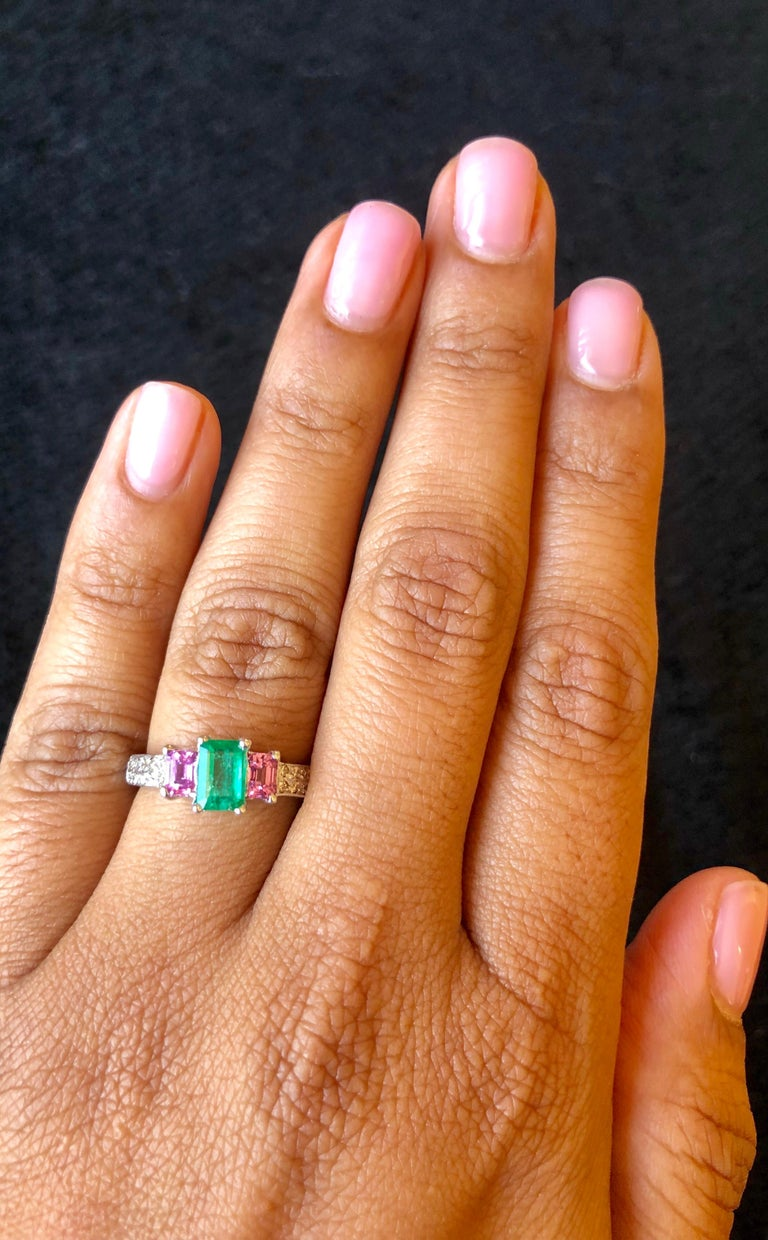 1.54 Carat Emerald Pink Sapphire Diamond 14 Karat White Gold Three-Stone Ring In New Condition For Sale In Los Angeles, CA