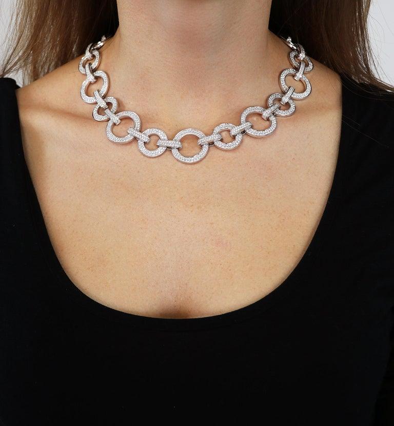Women's 15.40 Carat White GVS Diamonds 18 Karat White Gold Circle Link Necklace For Sale
