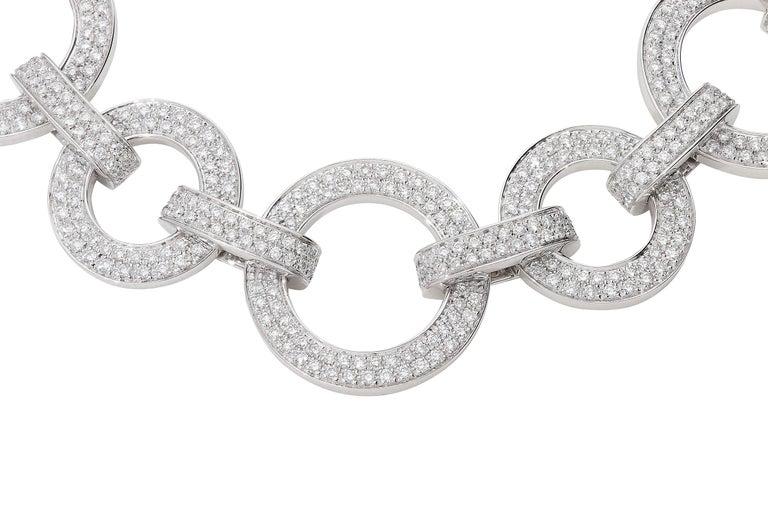 Modern 15.40 Carat White GVS Diamonds 18 Karat White Gold Circle Link Necklace For Sale