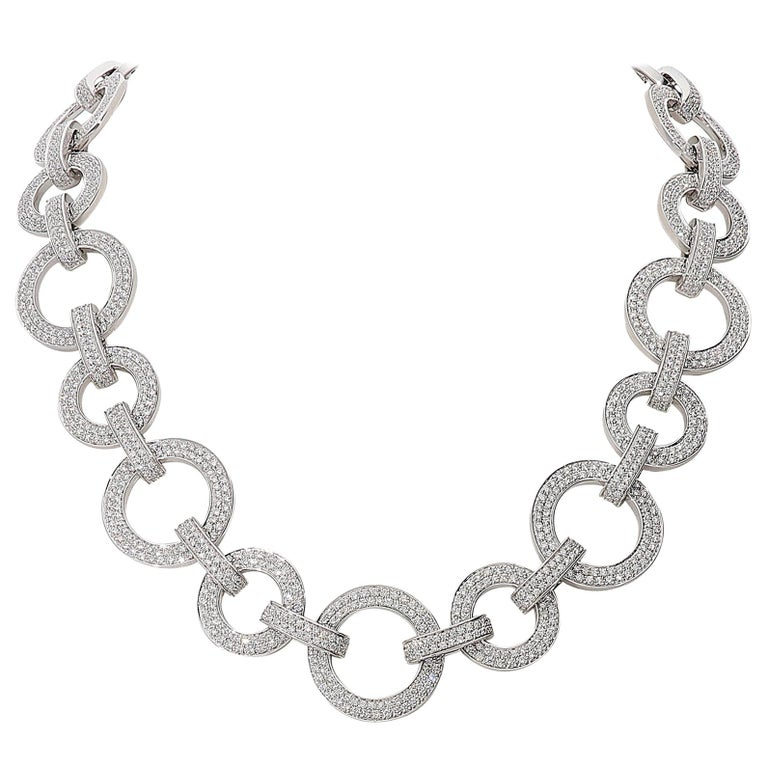 15.40 Carat White GVS Diamonds 18 Karat White Gold Circle Link Necklace For Sale
