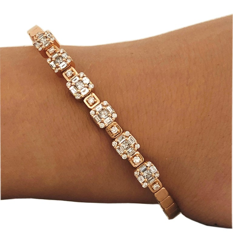 1.55 White Diamond 18 Karat Rose Gold Setting Contemporary Bangle Bracelet In New Condition For Sale In Valenza, IT