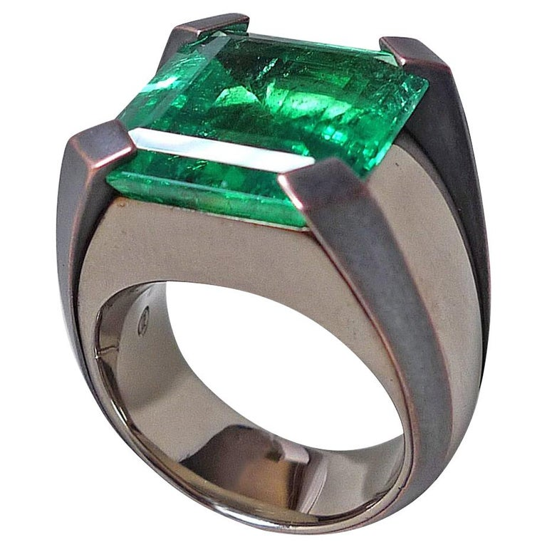 15.59 Carat Natural Colombian Emerald Solitaire Gold Cocktail Ring For Sale