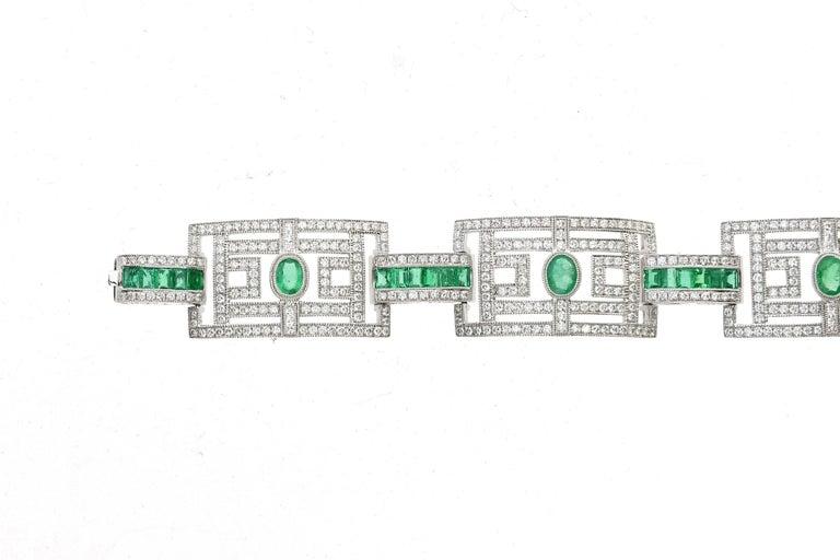 Contemporary 15.75 Carat Fashion Emerald and Diamond Bracelet For Sale