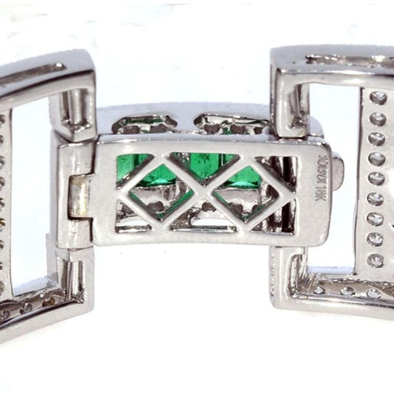 Women's 15.75 Carat Fashion Emerald and Diamond Bracelet For Sale