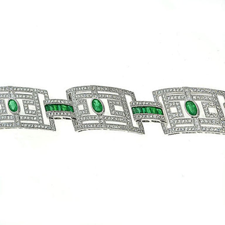 15.75 Carat Fashion Emerald and Diamond Bracelet For Sale 1