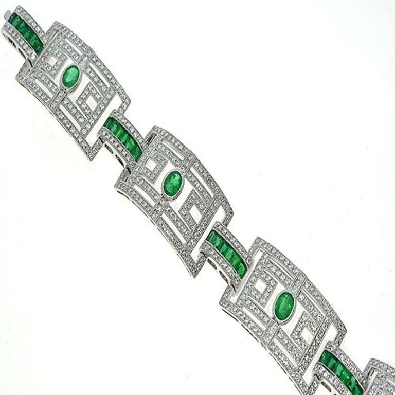 15.75 Carat Fashion Emerald and Diamond Bracelet For Sale 2