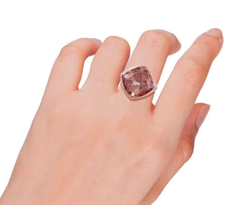 15.79 Carat Morganite and Diamond Ring Studded in 18 Karat Rose Gold In New Condition For Sale In Jaipur, Rajasthan