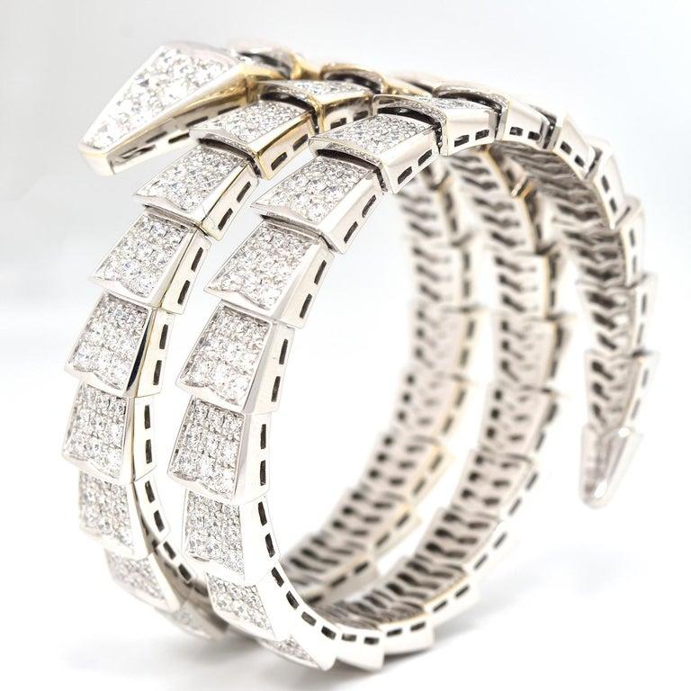15.8 Carat Bvlgari Serpenti Full Diamond Paved White Gold Twirl Bracelet In Excellent Condition For Sale In Miami, FL